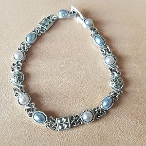 Silver and pearly bracelet